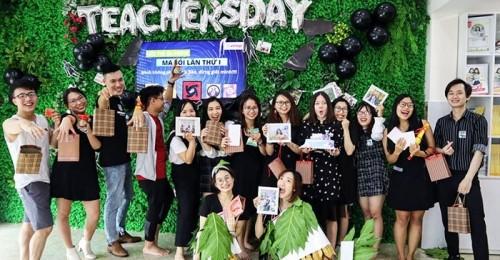 Khác với concept Hà Nội Thiên sứ thì ở Đà Nẵng, các thầy cô cùng nhau chia sẻ cảm xúc và những lời chúc tốt đẹp theo