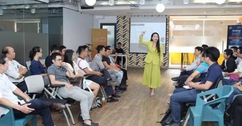 Hệ thống Anh ngữ IMAP Việt Nam trao học bổng cho 15 đội xuất sắc của chương trình Startup Việt 2019, tổng giá trị 250 triệu đồng.