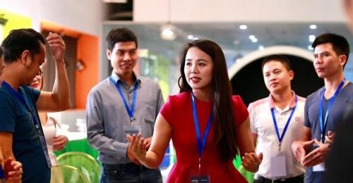Bà Nguyễn Thị Hoa, sáng lập IMAP Việt Nam chia sẻ cách chinh phục nhà đầu tư chỉ trong vài phút thuyết trình, tại bootcamp Startup Việt 2019.
