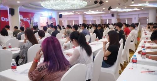 """Đại hội thi thử TOEIC miễn phí được Anh Ngữ Ms Hoa (tiền thân là Ms Hoa TOEIC) tổ chức """"hoành tráng"""" với quy mô lớn bậc nhất từ trước tới nay, thu hút gần 1.000 thí sinh đến tranh tài tại Hà Nội và TP.HCM."""
