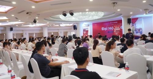 """Sự kiện ra mắt đồng loạt 5 cơ sở thể hiện nỗ lực trong hành trình hiện thực hóa mục tiêu """"Vì 10 triệu người Việt tự tin nói tiếng Anh"""" của trung tâm Anh ngữ Ms Hoa."""