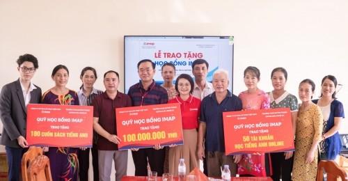 Công ty cổ phần GD&ĐT IMAP Việt Nam vừa tổ chức trao gần 150 triệu đồng học bổng cho quỹ xây dựng thư viện trường và tặng học bổng cho các học sinh tại trường THCS Quỳnh Thạch, Quỳnh Lưu, Nghệ An.