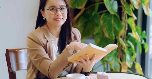 Ms Hoa Toeic là cái tên quen thuộc với nhiều người học tiếng Anh, đồng thời còn là mẹ của 2 cô con gái rất giỏi tiếng Anh từ khi chưa vào lớp 1.