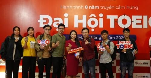 """Sáng ngày 18/7, tại Hà Nội và TP.HCM, cuộc thi TOEIC miễn phí """"Đại hội TOEIC"""" đã được tổ chức, thu hút sự tham gia của gần 1000 thí sinh. Được biết, đây là cuộc thi hoàn toàn miễn phí với nguồn tài trợ 100% từ Anh ngữ Ms Hoa. Hơn 300 thí sinh tham gia cuộc thi tại điểm thi TP.HCM"""