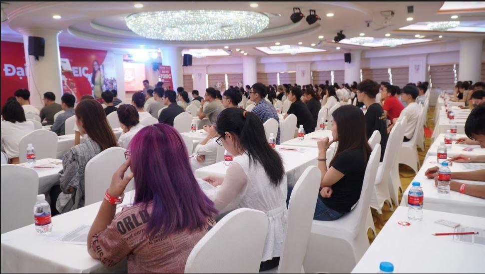 [KENH14.VN] Anh Ngữ Ms Hoa tổ chức đại hội thi thử TOEIC quy mô lớn nhất Việt Nam