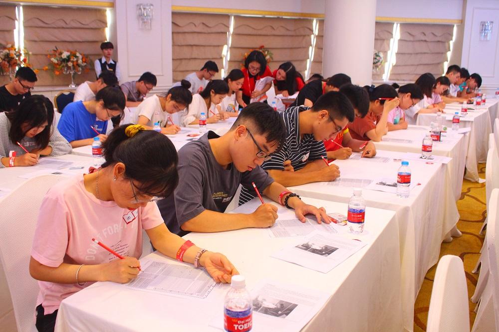 [GD&TĐI] Gần 1.000 thí sinh tranh tài cuộc thi TOEIC miễn phí